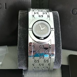 Gucci Twirl 23MM 34 Diamond Bangle Watch YA112503